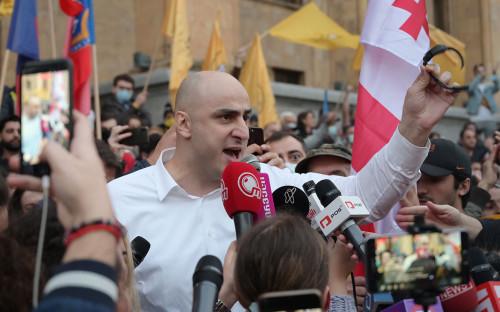 Ника Мелия выступает на акции оппозиции в Тбилиси