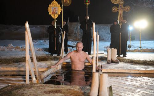 19 января 2018 года. Купание в праздник Крещения в мужском монастыре Нило-Столобенскаяпустынь на озере Селигер