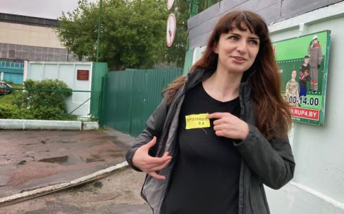 """<p></noscript> Katerina Borisevich </p> <p>""""ancho ="""" 1200 """"alto ="""" 750 """"/></a>                         </div> </div> <p>KGC informó que a TUT BY MEDIA LLC se le otorgó el estado de residencia en High Technologies Park (HTP) en 2019.  Sin embargo, según el Departamento de Investigaciones Financieras (DFR, es miembro del Comité de Control del Estado), el portal recibió ingresos """"no por actividades autorizadas para residentes del HTP"""".  """"Debido al uso injustificado del apoyo estatal por parte de TUT BAY MEDIA LLC como residente del parque de alta tecnología, el estado ha sufrido daños a una escala particularmente grande"""", dijo el KGC en la fecha.</p> <p>El sitio web de la publicación se cayó esa mañana.  Ministerio de Información de Bielorrusia <a target="""