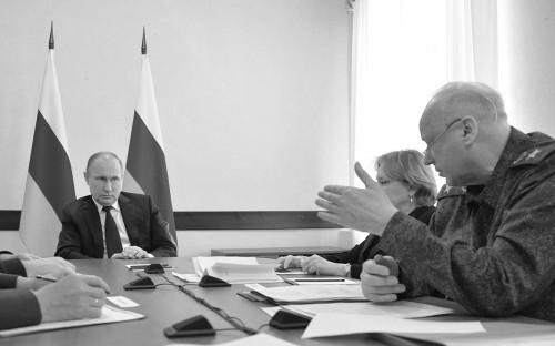 Президент России Владимир Путин, министр здравоохранения РФ Вероника Скворцова и председатель Следственного комитета РФ Александр Бастрыкин (слева направо)