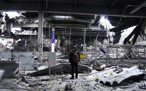 <p>Разрушенный гипермаркет Metro в районе международного аэропорта Донецка.</p>