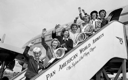 """<p><span style=""""font-size:18px;""""><strong>Pan American World Airways</strong></span></p>  <p><span style=""""font-size:16px;""""><strong>Пассажиропоток: </strong>29,359 млн человек (1989 год) </span></p>  <p><span style=""""font-size:16px;"""">Pan American Airways, основанная в&nbsp;1927 году, много лет была национальным перевозчиком&nbsp;США. Но после&nbsp;вступления в&nbsp;1978 году в&nbsp;силу&nbsp;закона о&nbsp;дерегулировании воздушных перевозок в&nbsp;США руководство компании не&nbsp;смогло адаптировать ее бизнес к&nbsp;изменившимся правилам рынка. С этого момента авиакомпания ежегодно несла убытки, распродавая активы для&nbsp;погашения задолженности. В 1985 году азиатско-тихоокеанское направление полностью было продано United Airlines. В 1991 году война в&nbsp;Персидском заливе привела к&nbsp;росту цен на&nbsp;нефть и&nbsp;авиатопливо. 4 декабря 1991 года Pan American объявила о&nbsp;банкротстве. В 1996 году бывшие сотрудники попытались воссоздать Pan Am в&nbsp;качестве&nbsp;малобюджетного перевозчика, для&nbsp;чего выкупили несколько самолетов Airbus A300. Но этот план провалился, и в&nbsp;феврале 1998 года компания вновь подала на&nbsp;банкротство</span></p>"""