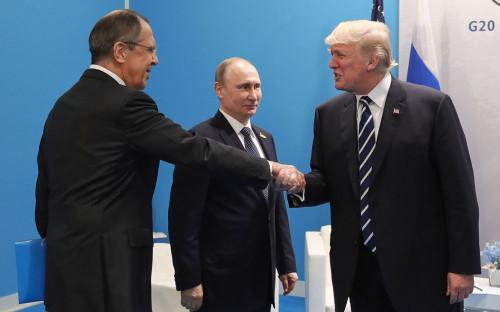 Сергей Лавров, Владимир Путин иДональд Трамп (слева направо). Июль 2017 года