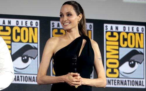 Анджелина Джоли на фестивалеComic Con International 2019 в Сан-Диего