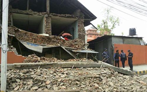 Здание в Катманду, разрушенное в результате землетрясения