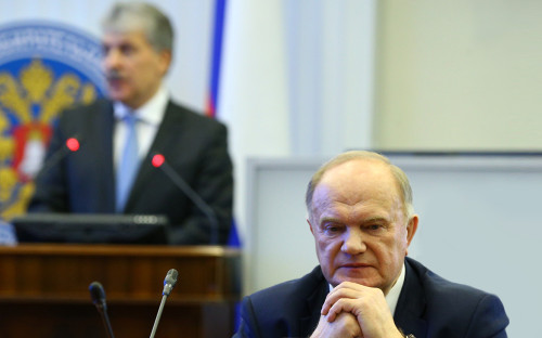 Геннадий Зюганов и Павел Грудинин (на втором плане)