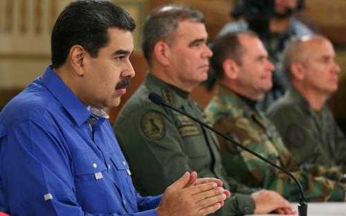 Николас Мадуро (слева)