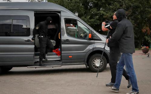 Задержание журналистовна площади Свободы в Минске