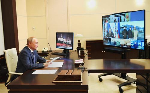 <p>Владимир Путин во время открытия многофункциональных медицинских центров Минобороны России (в режиме&nbsp;видеоконференции)</p>