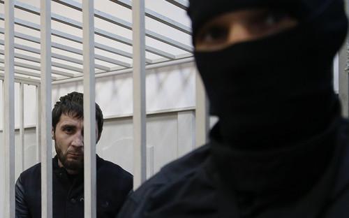 """<p><span style=""""font-size:18px;""""><strong>Заур Дадаев</strong></span></p>  <p>Бывший боец чеченского батальона &laquo;Север&raquo; Внутренних войск&nbsp;МВД, предполагаемый киллер. Сразу после&nbsp;задержания признался в&nbsp;убийстве Немцова, однако&nbsp;вскоре отказался от&nbsp;показаний, заявив, что&nbsp;дал их под&nbsp;пытками</p>"""