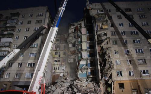 Спасательные работы на месте обрушения части жилого дома в Магнитогорске