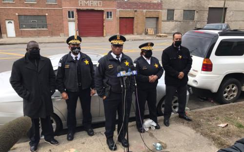 Обращение полицейских к СМИ с места преступления