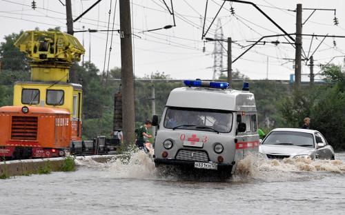 Затопленная дорога в селе Раздольное, Приморский край. Интенсивные дожди в ближайшее время не закончатся — в Тихом океане бушует тайфун Noru, который может достичь берегов Приморья в ближайшие дни.