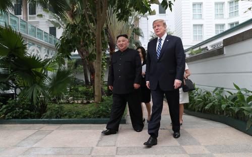 Дональд Трамп (справа) и Ким Чен Ын