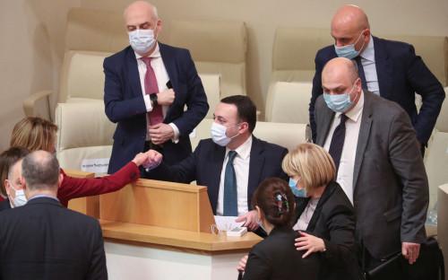 Ираклий Гарибашвили (в центре)