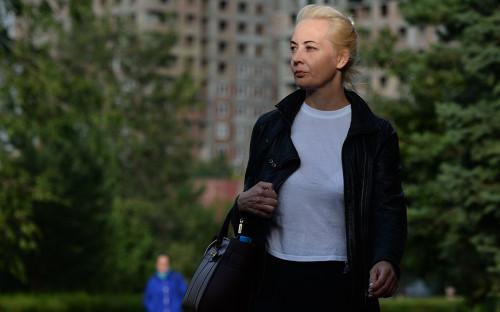 Юлия Навальная на территории омской БСМП №1