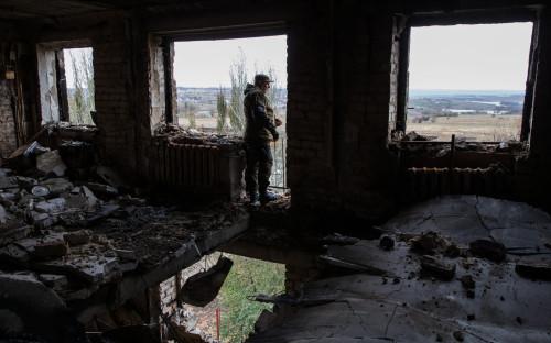 Разрушенное здание в Иловайске