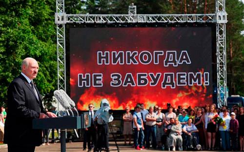 <p>Александр Лукашенко на церемонии открытия мемориального комплекса памяти сожжённых деревень Могилёвской области</p>