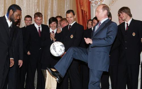 Владимир Путин и Вагнер Лав на приеме после победы ЦСКА в Кубке УЕФА