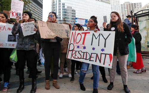 <p>Протестующие в&nbsp;Чикаго</p>