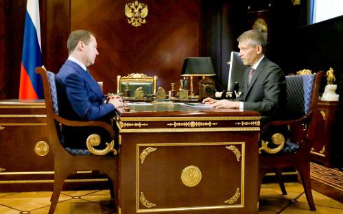 Дмитрий Медведев и председатель правления РоссельхозбанкаБорис Листов (слева направо)