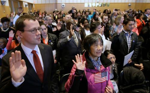 Церемония принесения клятвы при получении гражданства США