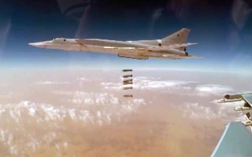 Самолет ВКС России. Удар по противнику в районе Абу-Кемаль