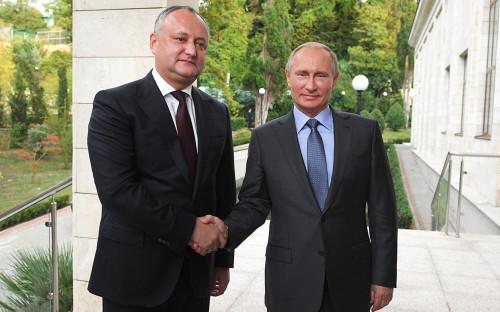 Владимир Путин (справа) и ИгорьДодон