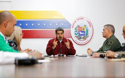 Николас Мадуро (в середине)