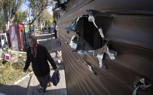 <p>Киоск в Донецке, поврежденный при обстреле&nbsp;</p>