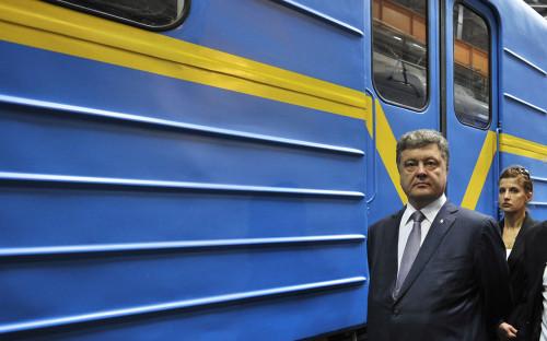 Петр Порошенко во время осмотра цехов Крюковского вагоностроительного завода