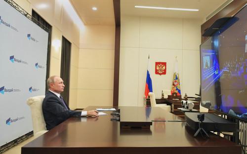 <p>Владимир Путин на пленарной сессии XVII ежегодного заседания Международного дискуссионного клуба &laquo;Валдай&raquo; (в режиме видеоконференции)</p>