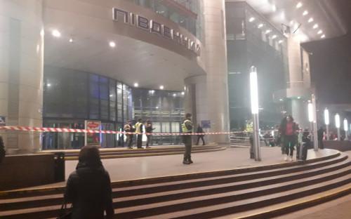 121aabe640a60 В Киеве неизвестный сообщил о минировании вокзалов и потребовал $9 тыс.