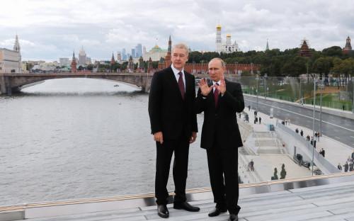 Сергей Собянин и Владимир Путин во время посещения парка «Зарядье»