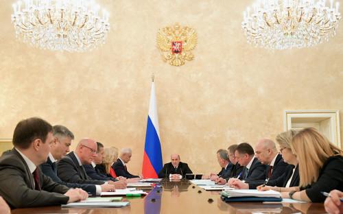 Михаил Мишустин (в центре) во время совещания с вице-премьерами РФ