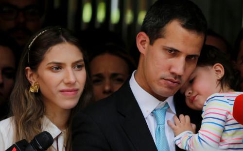 Хуан Гуаидо с женой и дочерью