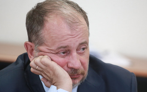 "<p><strong><a href=""https://www.bloomberg.com/news/articles/2018-08-12/russia-s-richest-lose-3-1-billion-as-tax-proposal-hits-shares"">Потерял</a>: </strong>$832 млн (4% от состояния)</p>  <p><strong><a href=""https://www.rbc.ru/business/09/08/2018/5b6c5ee59a7947e3df0554a3"">Возможные изъятия</a> у компании по плану Белоусова: </strong> 20,89 млрд руб.</p>"