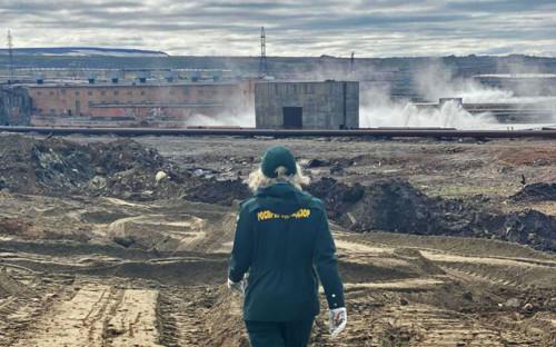 Светлана Радионова во время осмотра места ЧП в Норильске