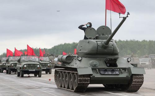Тренировка проезда механизированной колонны перед парадом Победы в Санкт-Петербурге