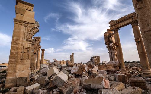 <p>Развалины взорванной Триумфальной арки в&nbsp;исторической части города</p>