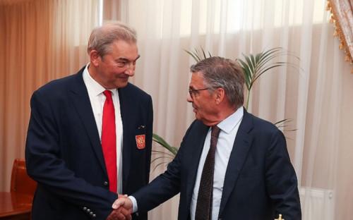 31 августа 2020 года, Москва. Президент ФХР Владислав Третьяк и глава IIHF Рене Фазель