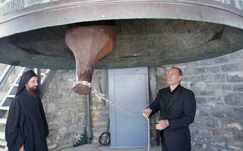 """<p>Владимир Путин ездил на Афон дважды. Первая поездка <a href=""""http://kremlin.ru/events/president/news/34039"""">состоялась</a> в 2005 году, вторая &mdash; в 2016-м</p>"""