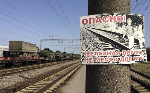 """<p>Ракетные <span class=""""js-spell-error"""">комплексы</span> и военные грузовики на железнодорожных платформах в городе Матвеев Курган Ростовской области.&nbsp;25 мая 2015 года.</p>  <p></p>"""