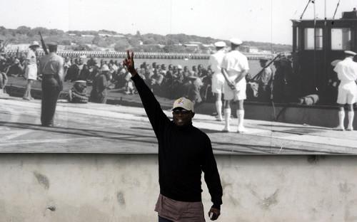 Один из лучших в мире футболистов 1990-х годов либериец Джордж Веа после завершения спортивной карьеры в Европе занялся политикой на родине. В 2005 году нападающий впервые баллотировался в президенты Либерии в тандеме с тогдашним министром иностранных дел Рудольфом Джонсоном, но во втором туре выборов проиграл Элен Джонсон-Серлиф, которая в итоге стала первой в Африке женщиной-президентом. В 2011 году Веа повторил попытку, и вновь безуспешно. На президентских выборах в 2017 году он соперничал уже с действующим вице-президентом Джозефом Бокаем, так как Джонсон-Серлиф по Конституции не имела права баллотироваться третий раз подряд. В первом туре, в октябре, Веа занял первое место, но не набрал необходимого для победы количества голосов, но второй тур, 26 декабря, бывший футболист, по предварительным данным, выиграл.<br /> &nbsp;