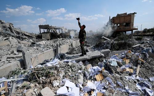 Целями атаки американских военных, как отчитался впоследствии председатель объединенного комитета начальников штабов вооруженных сил США генерал Джозеф Данфор, стали «научный центр в Дамаске, склад с химическим оружием в Западном Хомсе и еще одно место рядом со второй целью, где хранилось химическое оружие»