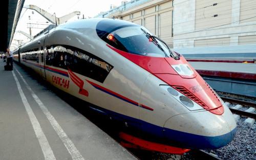 <p><b>&quot;Сапсан&quot; (Velaro RUS), производство Siemens</b><br /> <br /> Высокоскоростные поезда &quot;Сапсан&quot; (Velaro RUS) производства немецкого концерна Siemens начали курсировать по маршруту Москва - Санкт-Петербург в декабре 2009г., а в июле 2010-го - между Москвой и Нижним Новгородом. Первый контракт на поставку и техобслуживание в течение 30 лет восьми &quot;Сапсанов&quot; ОАО &quot;РЖД&quot; и Siemens подписали в 2007г., его стоимость составила 600 млн евро. В декабре 2011г. был заключен новый контракт на такую же сумму на поставку и обслуживание еще восьми поездов. На сегодня &quot;Сапсаны&quot; перевезли около 10,5 млн пассажиров.</p>