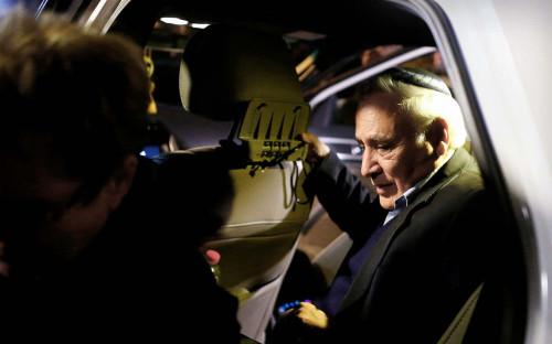 """<p>В июле 2006 года в центре секс-скандала оказался президент Израиля Моше Кацав, которого несколько его бывших сотрудниц обвинили в домогательствах и изнасиловании. В 2007 году Кацав пошел на сделку со следствием, признав часть обвинений, но в 2008 году отказался от нее, планируя доказать свою невиновность. В марте 2011 года бывшего президента <a href=""""http://www.bbc.com/russian/international/2011/03/110322_katsav_jailed"""">приговорили</a> к семи годам заключения.</p>"""