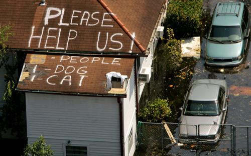 """<p>23 августа 2005 года ураган, сформировавшийся недалеко от Багамских островов, задел Флориду, затем прошел по Мексиканскому заливу и обрушился на Луизиану и Миссисипи. Скорость ветра составляла около 280 км/ч.&nbsp;3 млн человек в штатах Луизиана, Миссисипи, Флорида, Джорджия и Алабама остались без электричества, некоторые &mdash; на несколько недель.&nbsp;28 августа мэр Нового Орлеана объявил обязательную эвакуацию, город покинули 80% жителей. В результате бедствия погибли 1836 человек, а <a href=""""http://interfax.ru/world/577203"""">экономический ущерб</a>&nbsp;был оценен&nbsp;в $125 млрд<a href=""""http://www.interfax.ru/world/577203."""">.</a></p>  <p></p>"""