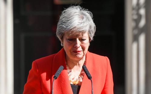 """<p>Глава британского правительства Тереза Мэй 24 мая 2019 года <a href=""""https://www.rbc.ru/politics/24/05/2019/5ce7b56a9a794776e51ec3e0"""">объявила</a>, что уйдет с поста лидера Консервативной партии 7 июня. Это означает, что она оставит и должность премьер-министра страны. Причиной такого шага стал затянувшийся спор о реализации Brexit внутри парламента и самой партии. В конце своего выступления Мэй заплакала и сказала, что для нее было честью быть второй женщиной&nbsp;&mdash; главой кабмина в истории Великобритании, после Маргарет Тэтчер. Премьер также отметила, что будет &laquo;точно не последней&raquo; женщиной на этом посту</p>"""