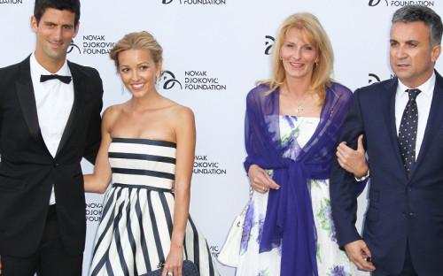 Слева направо: Новак Джокович,Елена Ристич,Диана Джокович,Срджан Джокович